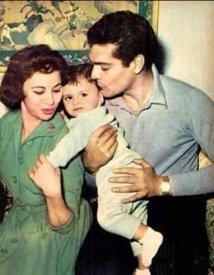 """""""ضرب أحمد رمزي وقبلة ماجدة وسيدة حاولت قتله""""... أزمات كان بطلها عمر الشريف - إليكم التفاصيل بالفيديو"""