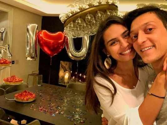 تحديد موعد زواج مسعود أوزيل والممثلة التركية أمينة جولشن ملكة جمال تركيا السابقة!! .. بالصور