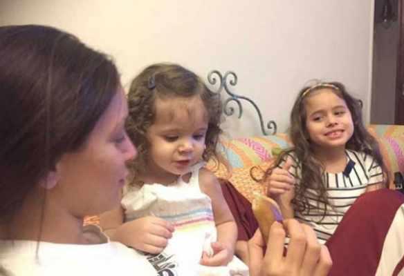 """ابنة شادية في """"ريا وسكينة"""".. ظهور نادر للفنانة المعتزلة راندا مع ابنتها الصغرى .. شاهد بالصور"""