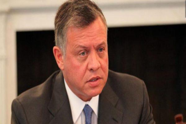 العاهل الأردني يبحث تعزيز العلاقات مع عمان على هامش القمة العربية