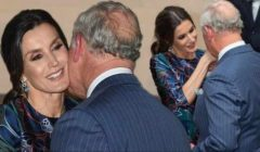 """شاهدوا الأمير تشارلز منبهر بجمال الملكة ليتيزيا.. ويقبّل يدها بطريقة """"غريبة""""!! .. بالفيديو"""