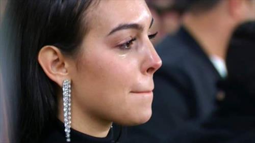 دموع زوجة كريستيانو رونالدو تخطف الأنظار في دوري الأبطال