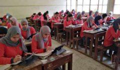 """طلاب أولى ثانوي يشكون من """"قلم التابلت"""": بيعلق وضيع وقت الامتحان"""