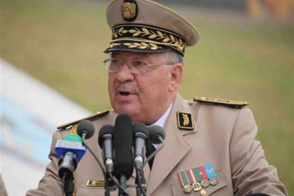 رئيس أركان الجيش الجزائري يحذر من رفع رايات غير العلم الجزائري