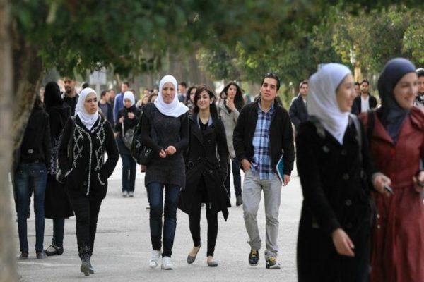 الحكومة تحسم الجدل بشأن منع الاختلاط بين الطلاب والطالبات بالجامعات