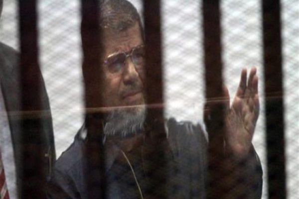 سقط أرضًا دون حركة.. تفاصيل الدقائق الأخيرة في حياة مرسي