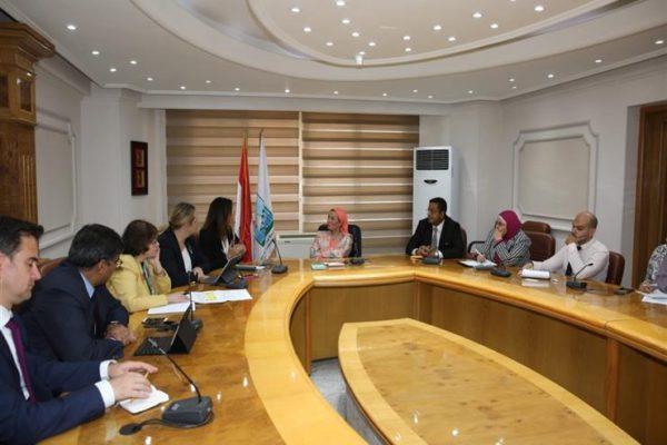 وزيرة البيئة تناقش إدارة المخلفات الصلبة مع وفد البنك الدولي