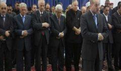 الرئيس الفلسطيني يؤدي صلاة عيد الفطر في مسجد التشريفات برام الله