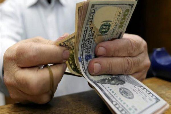 الدولار يرتفع أمام الجنية في 5 بنوك مع نهاية تعاملات اليوم