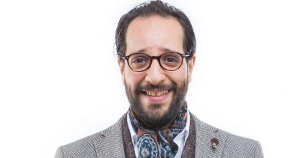 """صادم - مشكلة في الحنجرة تمنع """" أحمد أمين """" من الكلام لمدة 3 أسابيع .. إليكم التفاصيل"""