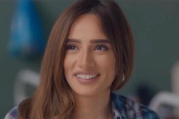 زينة ترد على انتقادات فستانها المكشوف: الاحترام مش باللبس - ماذا قالت؟؟