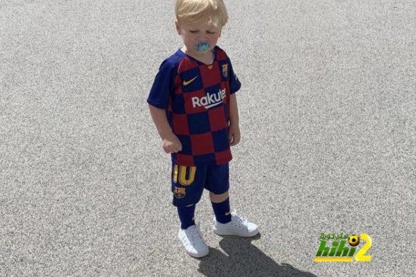 صور : جيرارد وابنه بقميص ليو ميسي ..!