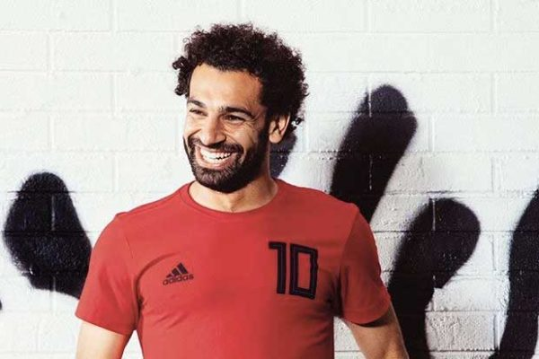 ضحك محمد صلاح بسبب طريقة لفظ زميله في المنتخب لكلمات بالانجليزية - بالفيديو