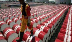 النفط يهبط بفعل المخاوف الاقتصادية ومؤشرات على تهدئة توترات الشرق الأوسط