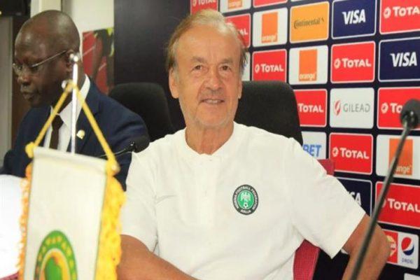 مدرب نيجيريا: أعلم الكثير عن الكرة التونسية.. ونلعب لحصد المركز الثالث