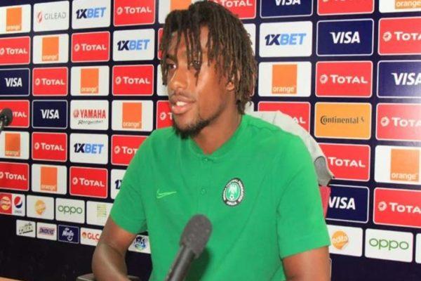 لاعب نيجيريا: المنتخب التونسي متميز.. ونسعى لإسعاد الشعب النيجيري
