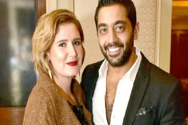 بعد انفصاله عن هنا شيحة.. أحمد فلوكس يرقص بالحصان في الأهرامات !!!