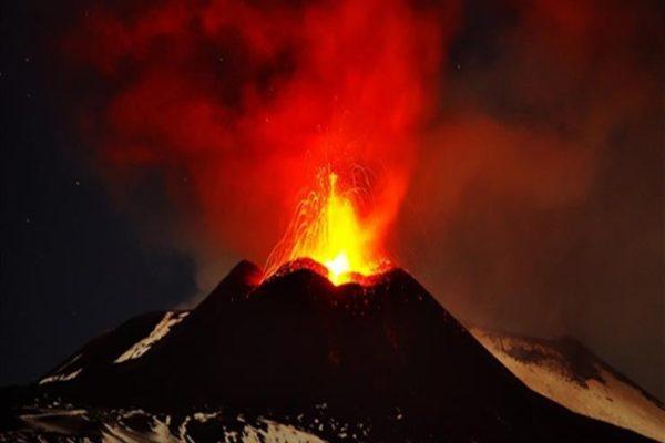 إيطاليا: استئناف العمل بمطارين بصقلية بسبب ثوران بركان إتنا