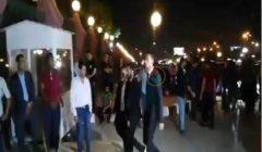 شاهد بالفيديو - محمد رمضان وتامر حسني في عزاء الفنان عزت أبو عوف
