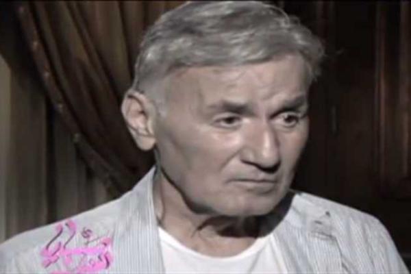 ما هي حقيقة وصية الراحل عزت أبو عوف بحرق أفلامه بعد الوفاة - شاهد بالفيديو