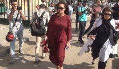 شاهدوا بالصور .. ملابس هند صبري في جنازة والدة يسرا تثير الانتقادات