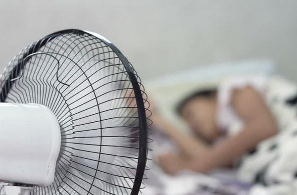تحذير … تجنّبوا تشغيل المروحة الهوائية أثناء النوم !! - ما السبب؟