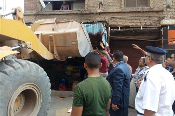 بالفيديو.. أمن القاهرة يشن حملة مكبرة لإزالة الإشغالات ورفع السيارات المتروكة