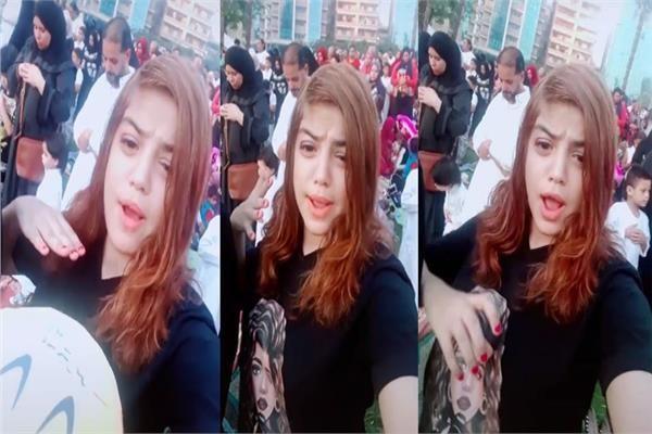 """صادم بالفيديو """"لم تحترم حرمة الصلاة"""".. فتاة مراهقة تثير غضب مواقع التواصل وتغني """"تك توك"""" والمصلون يؤدون صلاة العيد!!! (بالفيديو)"""
