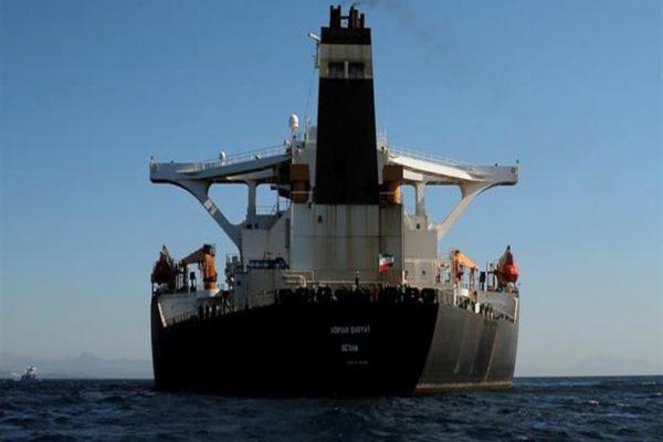 ناقلة البترول الإيرانية تتجه إلى اليونان دون أن تقدم طلبا بالرسو