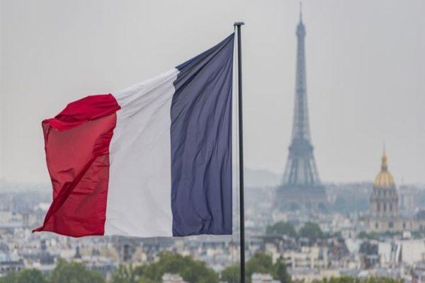 فرنسا تطالب بإبقاء القنوات الدبلوماسية مفتوحة مع إيران