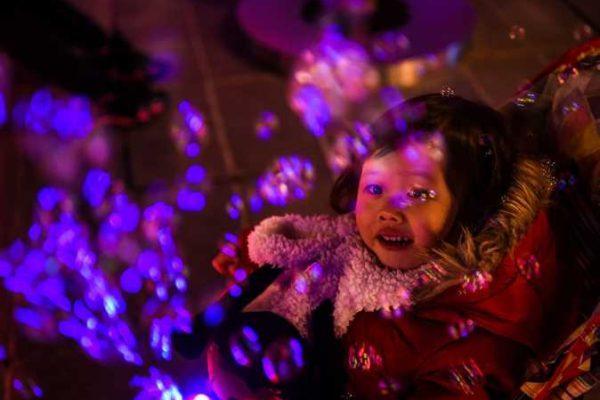 ديزني باريس تستكمل استعداداتها لاستقبال الزوار في فترة أعياد الميلاد