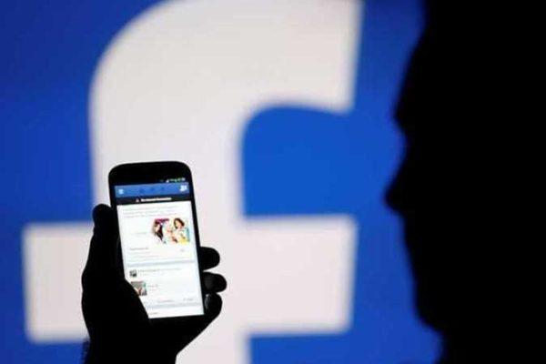 «فيسبوك»يوظف المئات للاستماع إلى مقتطفات من محادثات صوتية لمستخدميه