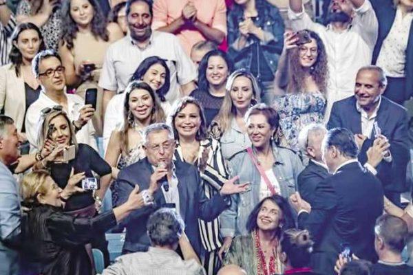 رئيس وزراء لبنان السابق يغنى «سواح» فى مهرجان «بيت الدين»