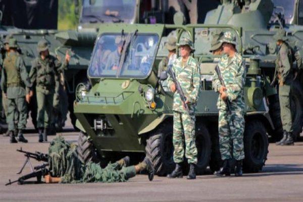 مناورات عسكرية فنزويلية على الحدود مع كولومبيا وسط توتر للعلاقات بين البلدين