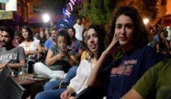 تونسيون يتابعون في حيرة المناظرات التلفزيونية بحثا عن مرشح يقنعهم