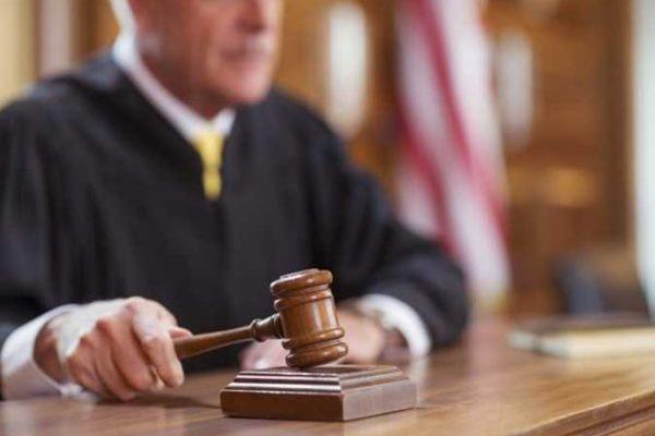 قاضٍ أمريكي يرفض استئناف أبوين لاستعادة حضانة ابنهما المصاب باللوكيميا