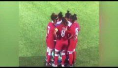 تصرف مفاجئ من لاعبات فريق أردني بعد سقوط حجاب منافستهم (فيديو)