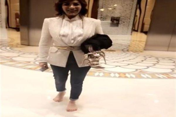"""فيديو  أصالة تظهر عفويتها """"حافية القدمين """" بالسعودية"""
