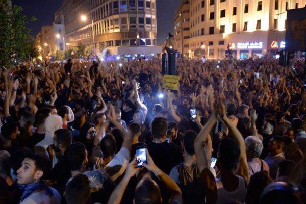 لبنان.. إصابة 17 من أفراد الأمن بتظاهرات بيروت