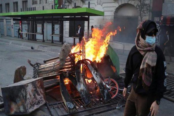 تشيلي.. فرض حظر التجول في سانتياجو وسط احتجاجات المترو