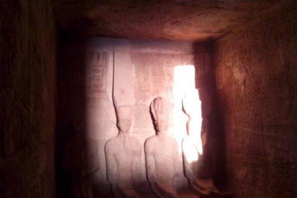 الشمس تتعامد على وجه رمسيس الثاني في معبد أبوسمبل