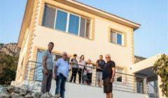 قبرصي يوناني يعيد بناء منزله المدمر بعد نصف قرن من الاحتلال التركي