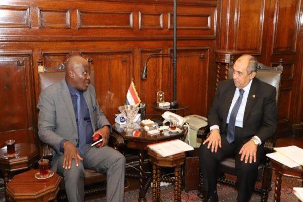 وزير الزراعة يبحث مع سفير غانا التعاون في مجال الاستزراع السمكي