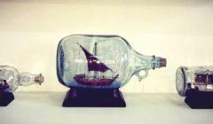 «إبراهيم» ينقل المعالم المصرية بمجسمات داخل زجاجات