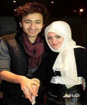 أول ظهور لزوجة حمادة هلال بعد خلع الحجاب - شاهد بالصور