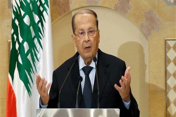 """لبنان: عون يقترح حكومة """"تكنو- سياسية"""" ومحتجون يقطعون طرقات"""