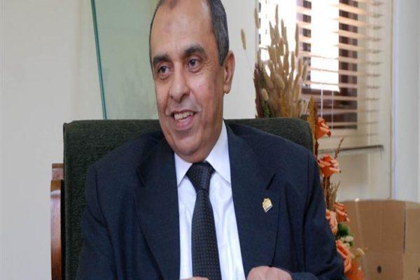 وزير الزراعة يكرم عددا من علماء البحث العلمي
