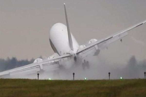 هبوط اضطراري لطائرة ركاب في روسيا بعد عطل أصاب أحد محركاتها