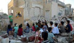 مسرح دُمى متنقل يمنح أطفال إدلب مُتنفسًا بعيدًا عن أجواء الحرب