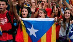 الشرطة تتدخل لفض تجمع لنشطاء كتالونيين بعد غلقهم معبر حدودي